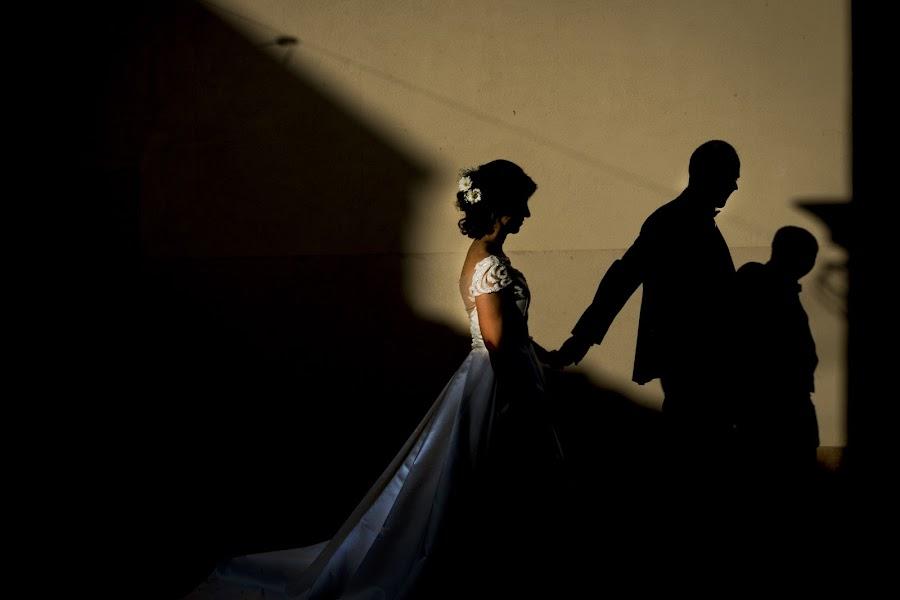 Wedding photographer Giuseppe Santanastasio (santanastasio). Photo of 19.11.2018