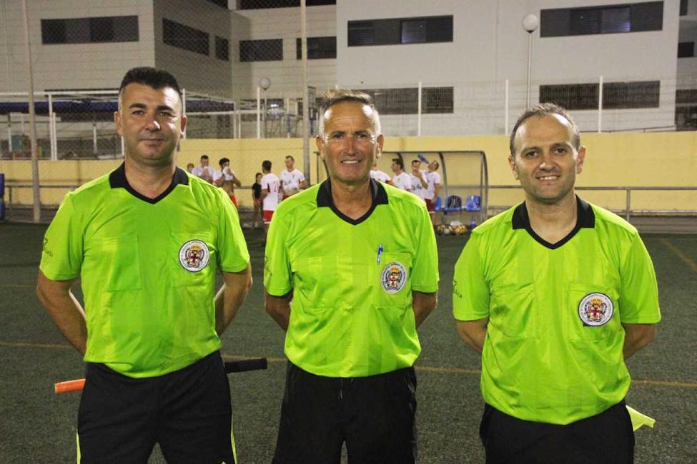 Los árbitros del homenaje.