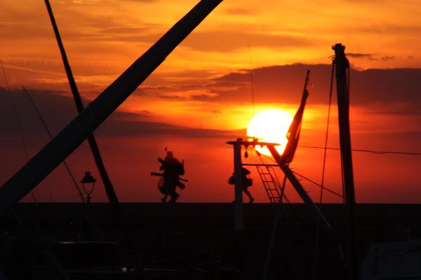 Passeggiando al tramonto di adrianobani