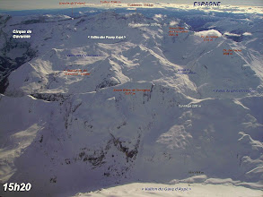 Photo: Hautes Pyrénées: vision aérienne sur les crêtes du Soum Blanc de Secugnat proches de Gavarnie.