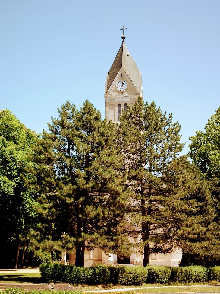 Kaposvár - Jézus Szíve Hősök temploma