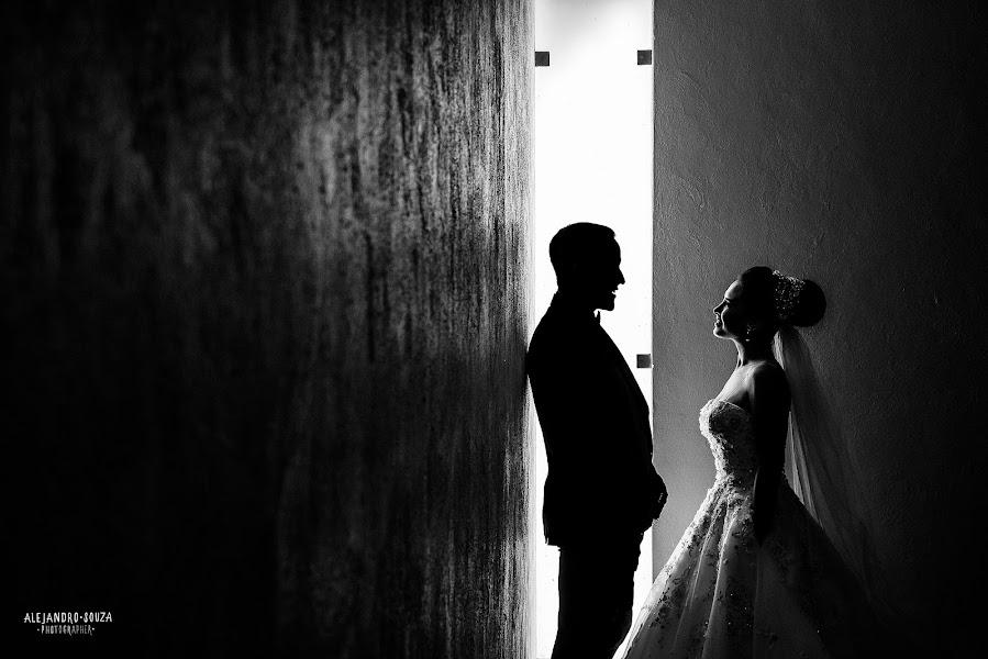 Wedding photographer Alejandro Souza (alejandrosouza). Photo of 30.04.2019