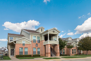 Go to Overton Park Townhome Apartments website
