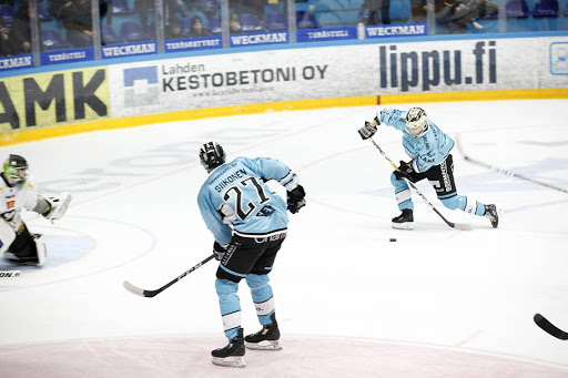 Miska Siikonen ja Iikka Kangasniemi karkasivat toisessa erässä hyökkäykseen kahdella nollaa vastaan. (Kuva: Aku Rive)