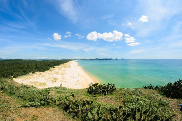 Đường bờ biển trắng tinh khôi đẹp đến nao lòng của Bãi Xép