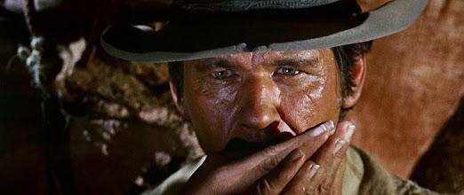 """Photo: A cena do boteco de Lionel Stander que introduz o personagem de Jason Robards (Cheyenne) em """"Era uma Vez no Oeste"""". Esta cena foi cortada da versão americana quando o filme estreiou nos EUA."""