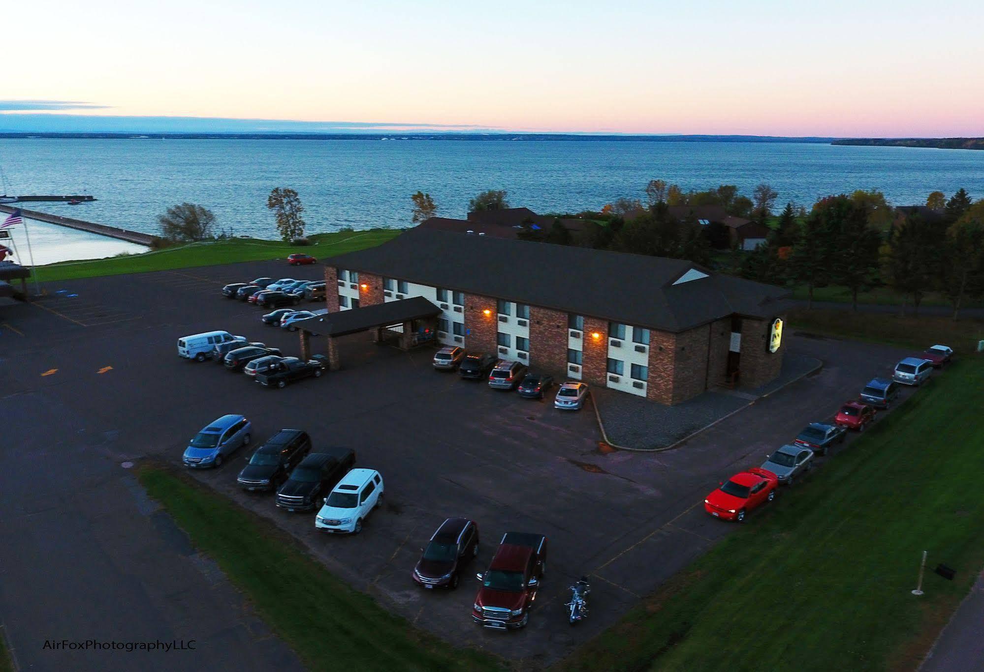 The Washburn Inn On the Lake