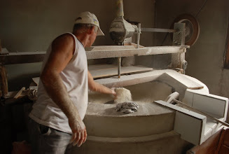 Photo: sentindo a textura da farinha polvilhada