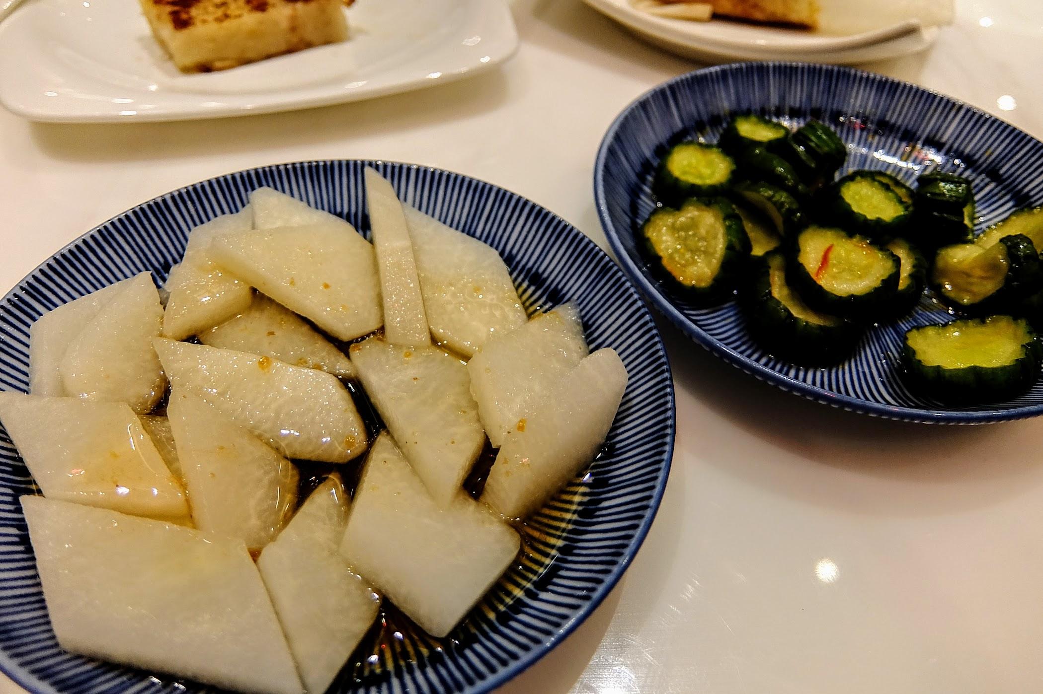醃黃瓜不錯,帶著一點辣,但是醃蘿蔔不夠入味