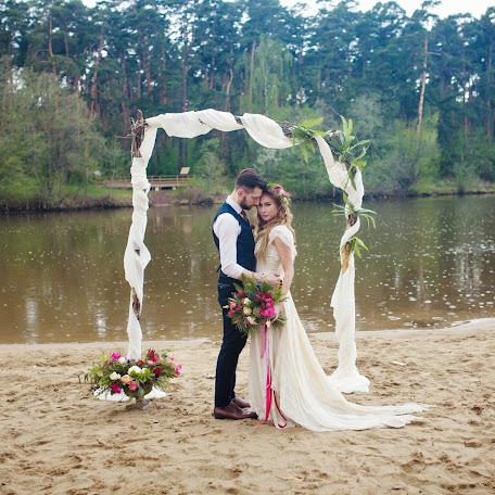Wedding photographer Ekaterina Pozdnyakova (manifico). Photo of 14.01.2017