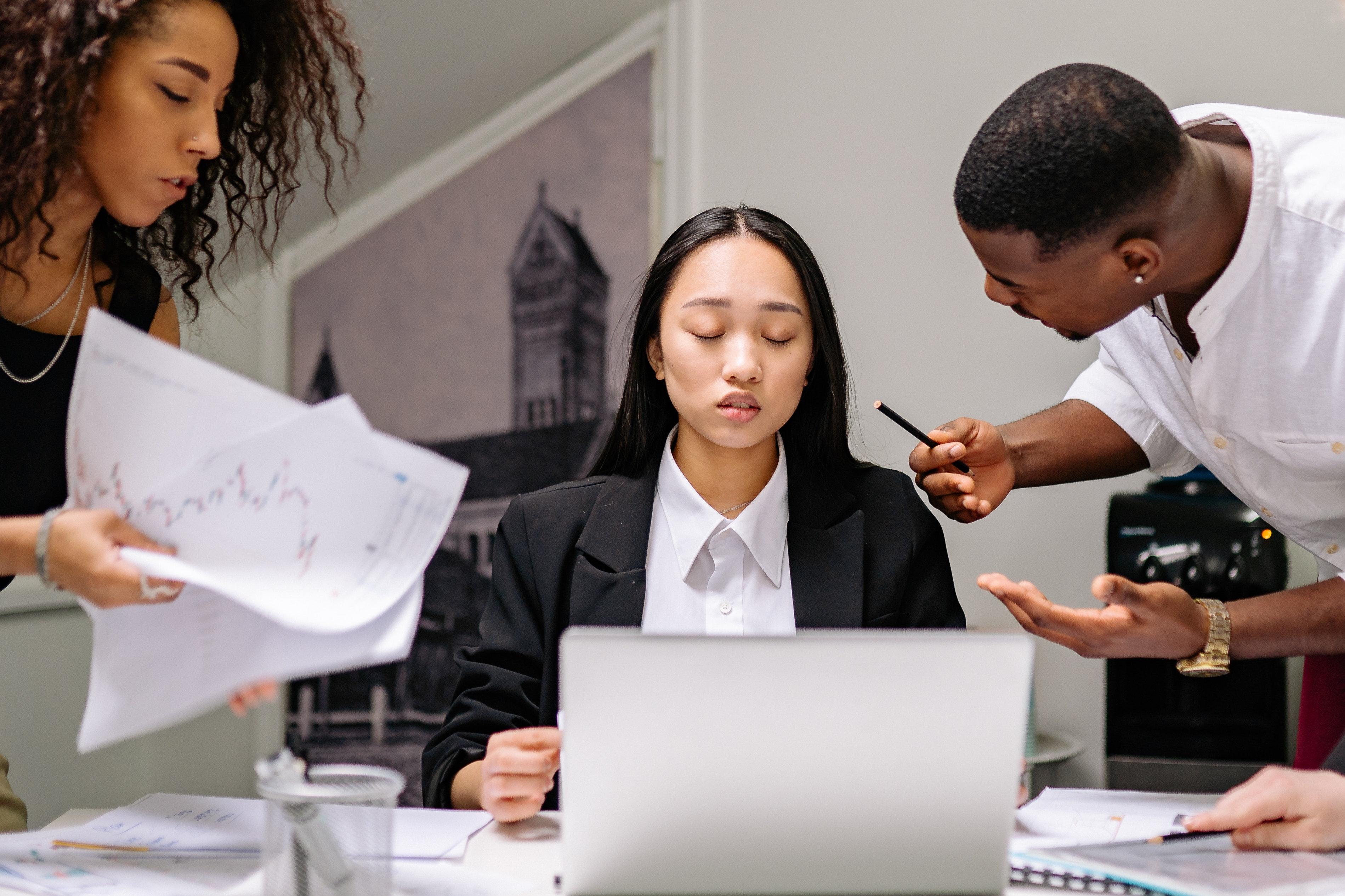 As empresas são responsáveis pelo ambiente de trabalho.(Fonte: Yan Krukov/Pexels/Reprodução)