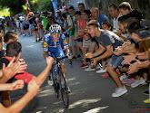 🎥 ONWAARSCHIJNLIJK: Remco Evenepoel ontsnapt aan botsing met onoplettende fietser in volle finale