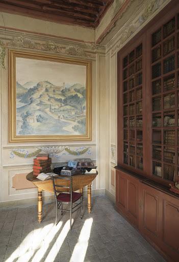 Décor dans une bibliothèque. Château de La Gallée