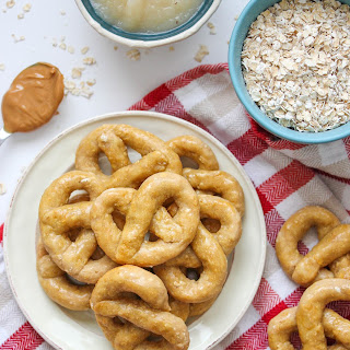 Peanut Butter, Apple, And Oats Dog Pretzels