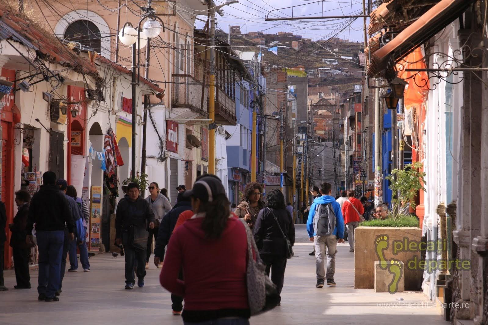strada pietonala in orasul Puno, pe malul Lacului Titicaca, la 4000m in Peru