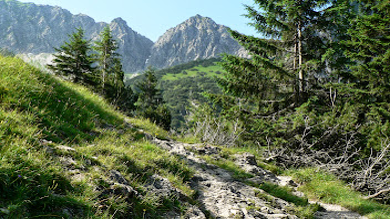 Photo: Blick auf das Geißalphorn vor dem Geißalpsee - Allgäuer Wanderungen: https://pagewizz.com/berg-und-wandertouren-oberallgaeu/ (Aufrufe 56.100)