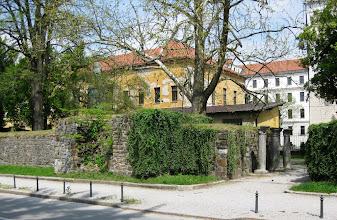 Photo: Pätkä vanhaa säilynyttä kaupunginmuuria (Roman Wall)