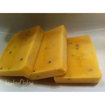 Jabón natural aceite de oliva aroma de mango.