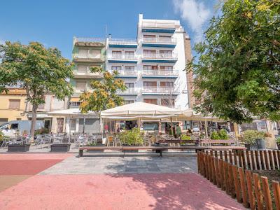 EL HOTEL - El Hotel