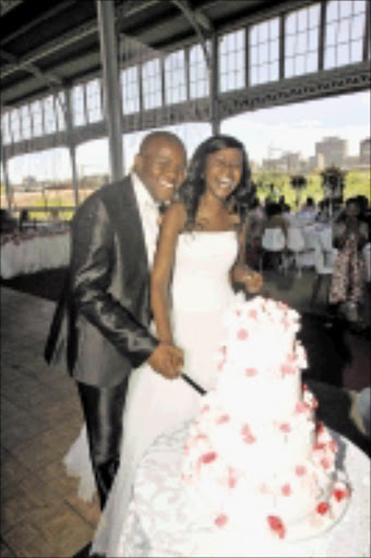 LOVE AT SOUND-BYTE: Strangers Rudo Dumbutshena and David Malindi  got married in Joburg on Friday. Pic. Veli Nhlapo. 11/12/2009.