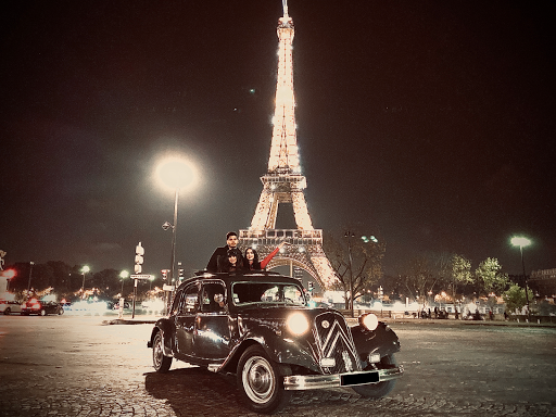 Sightseeing tour in Paris by night in classic car
