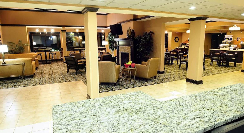 Holiday Inn Express - Delafield