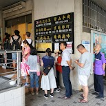 1 hour line up at Fu Hang Soy Milk breakfast in Taipei, T'ai-pei county, Taiwan