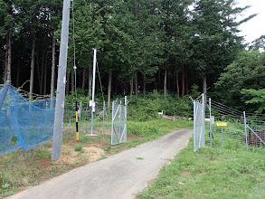 林道入口の害獣防止柵ゲート