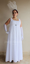 Photo: Vestido sem mangas império em algodão e cambraia brancos. A partir de R$ 200,00.