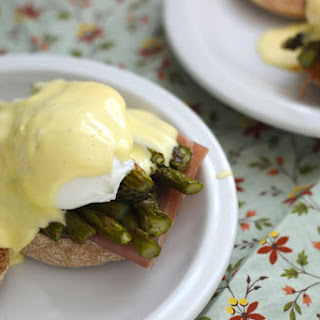 Eggs Benedict with Roasted Asparagus and Prosciutto