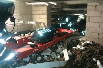 Photo: Der schwere Rettungstrupp bestehend aus 4 AGT mit Schleifkorbtrage kommt zum Einsatz