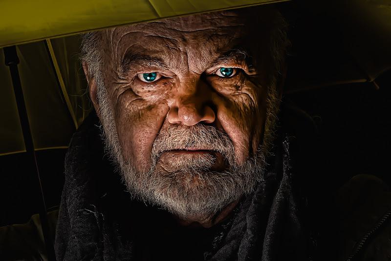 L'uomo dagli occhi di ghiaccio di Giancarlo Lava