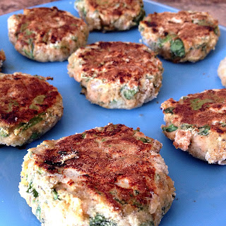 Salmon Cakes with Spinach and Apple.