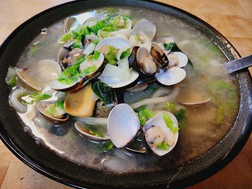 蛤蠣麵很好吃,可是我的蛤蠣只有39顆,不像別人吃的這麼多><