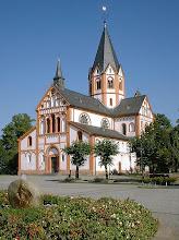 Photo: kath. Stadtpfarrkirche St. Peter (romanisch, Anfang 13. Jh.) am Kirchplatz in Sinzig 2005-09-22 Quelle: photo taken by Doris Antony Wikipedia GNU-Lizenz