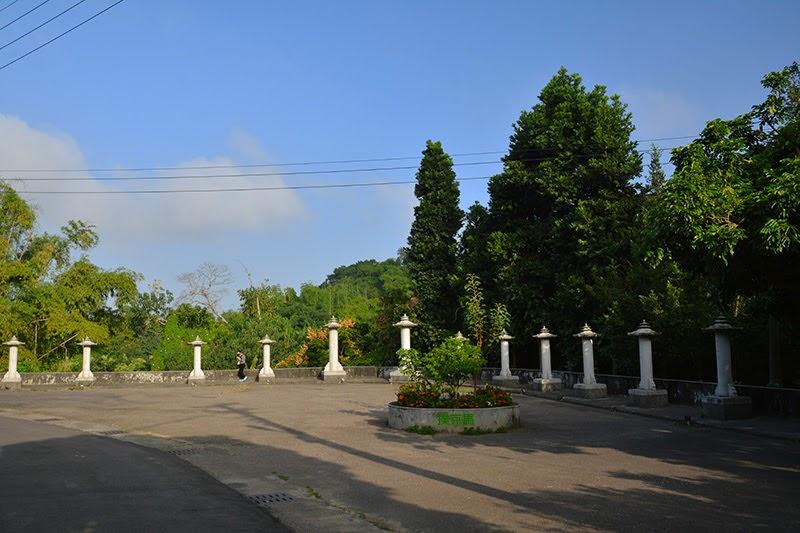 東山學苑石塔物
