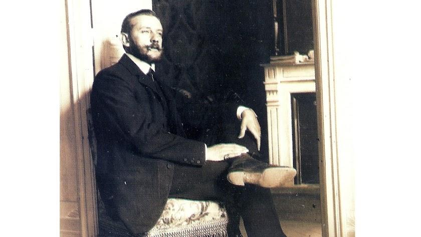 Juan Figuera de Vargas en su casa almeriense, en su época de mayor prosperidad, en una imagen de la colección de Juan Grima Cervantes.