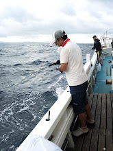 """Photo: 久しぶりの近海半日ジギング!波予報は1m。しかし、波あるぞー!ファーストヒットは、""""コモリさん!"""""""