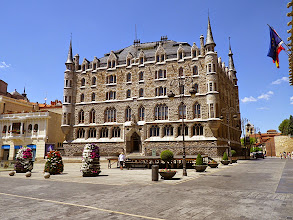 Photo: Leon - Plaza  de los Guzmanes et son palacio