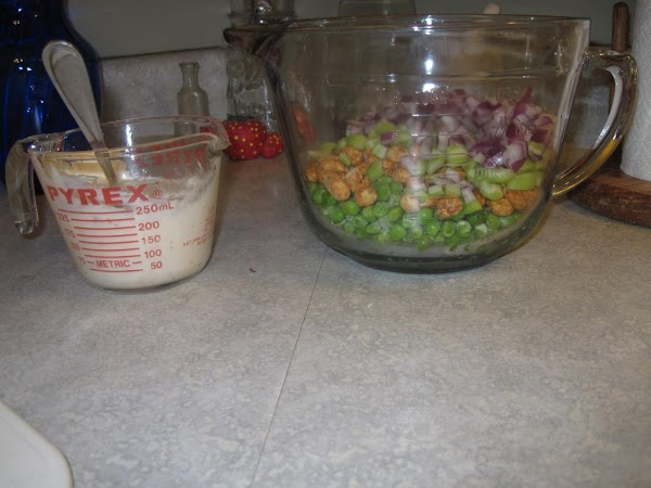 In a small bowl, mix together the Italian dressing and mayonnaise, set aside.