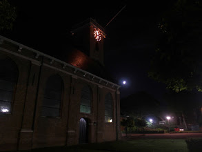 Photo: Alweer een half verlichte maan bij de kerk van Westmaas