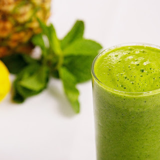 Green Smoothie with Pineapple and Mint
