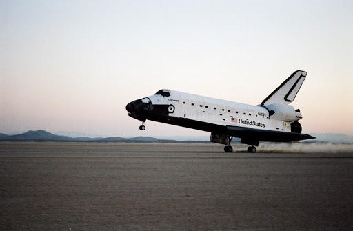 Landing of the Shuttle Discovery and end of STS 51-I mission