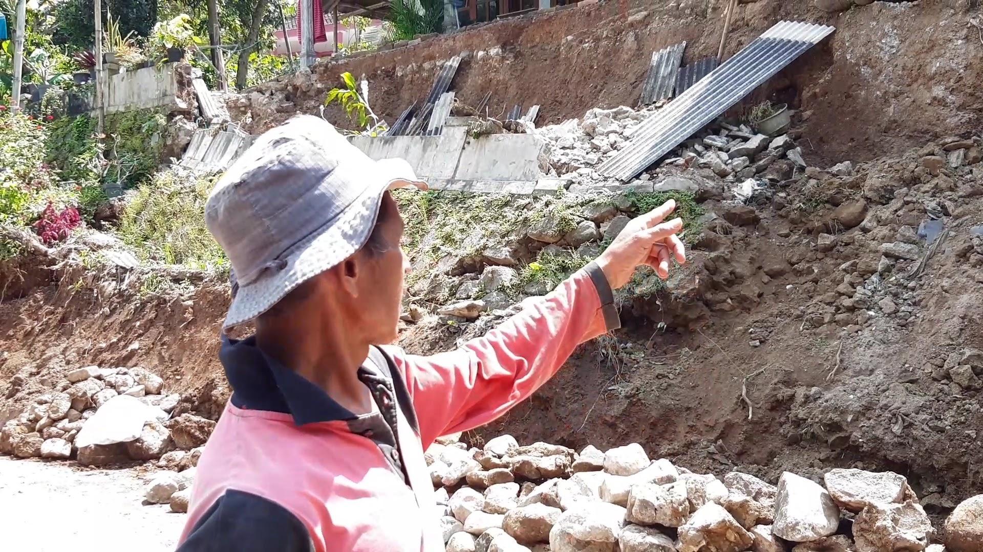 Longsor Menimpa Rumah Warga, Perangkat Desa Tak Ada Greget Untuk Membantu