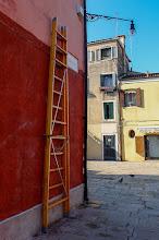 """Photo: """"Служебна"""" стълба за поддържащите уличните лампи (не знам как се нарича тази професия :))"""