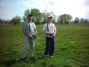 Photo: 2004, Roland dispense des cours de pilotage en écolage à Jean-Pierre