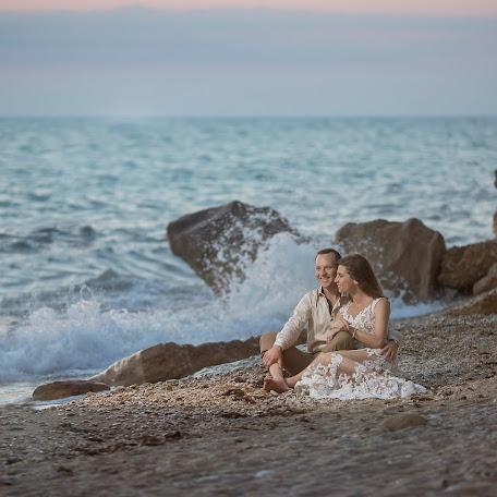 Wedding photographer Olga Selezneva (olgastihiya). Photo of 06.07.2017