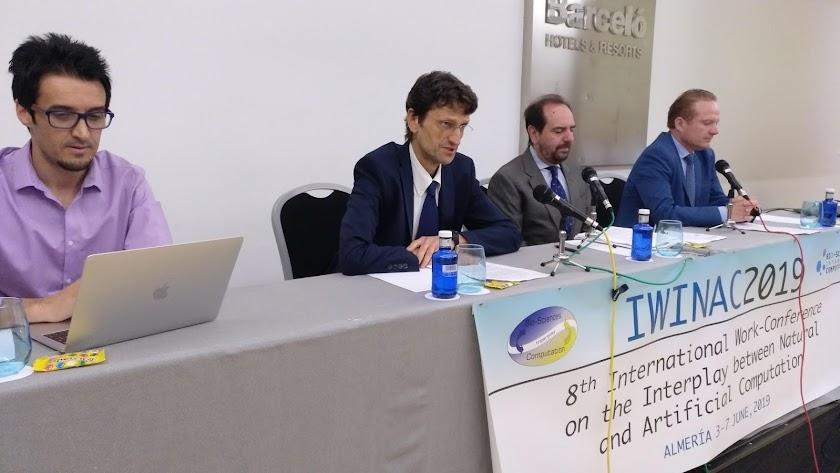 Organizadores del congreso durante su presentación.