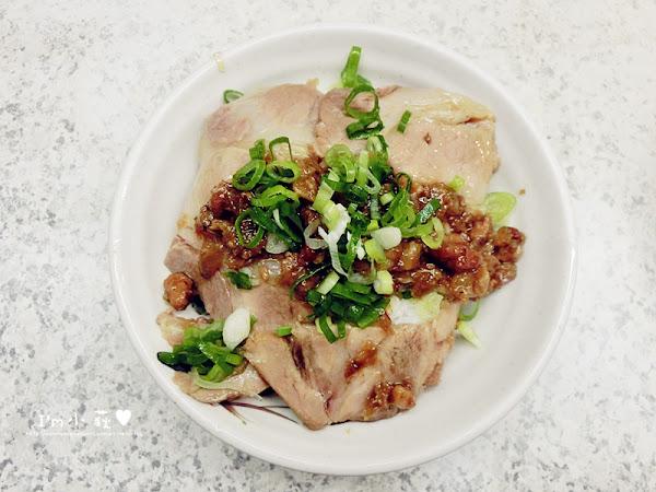嵐肉燥專賣店。隱藏在台中第二市場的傳統小吃美味!梅花肉飯、肉丸仔飯、肉燥飯、乾意麵、雞捲、餛飩湯等等傳統小吃!另有冷凍包裝商品可以外帶回家自己煮!