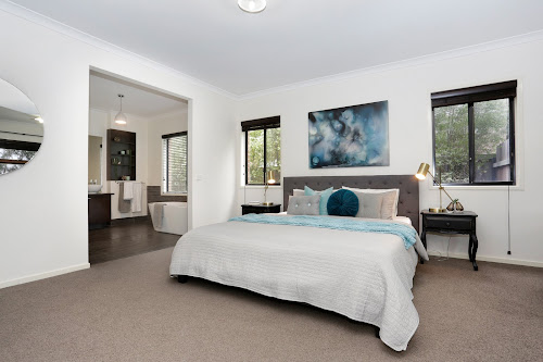 Photo of property at 2 Ackland Court, Berwick 3806